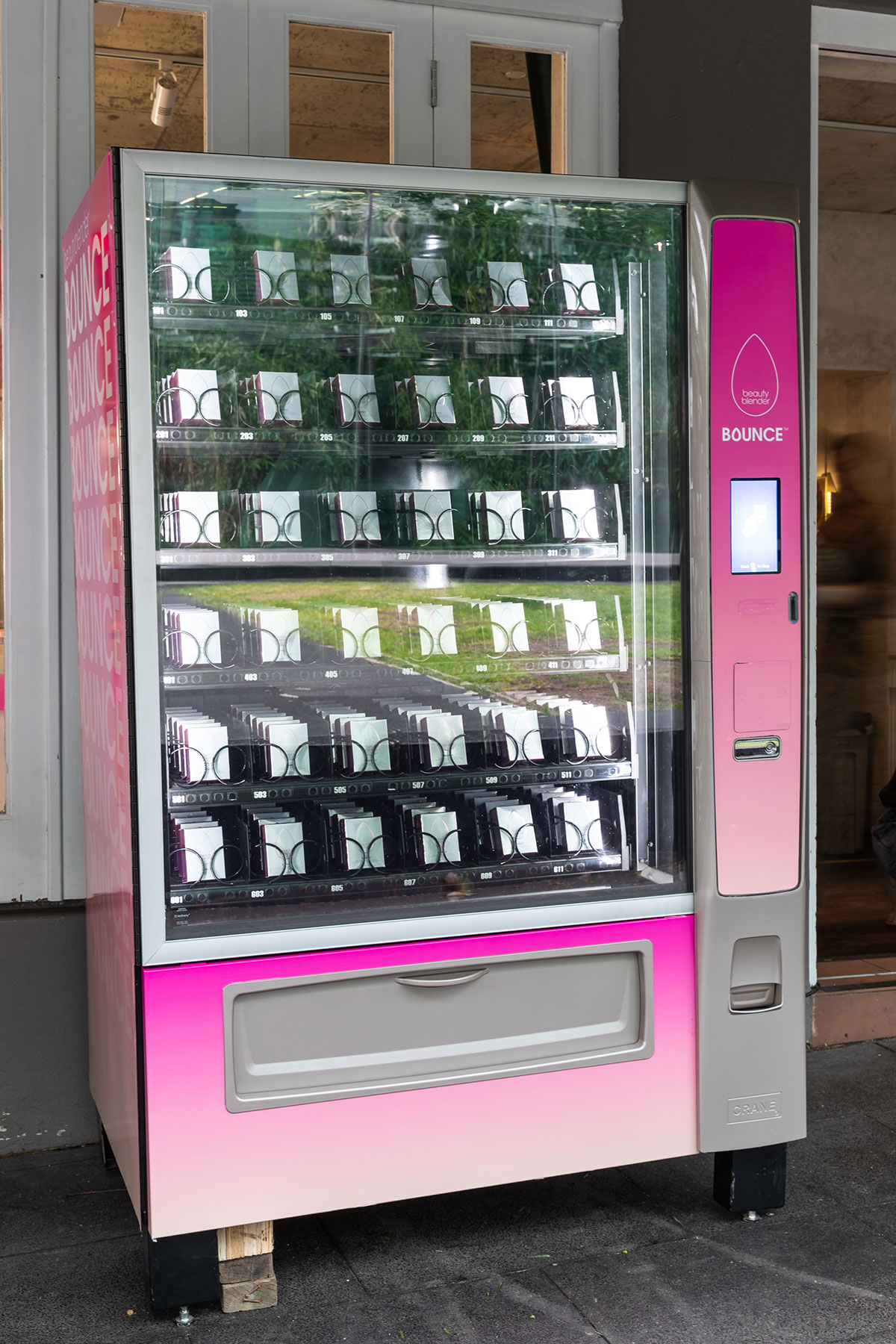 Prince Auto Sales >> Make-up and beauty custom vending machine - Autovending